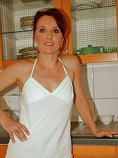 Mature Housewife Pics